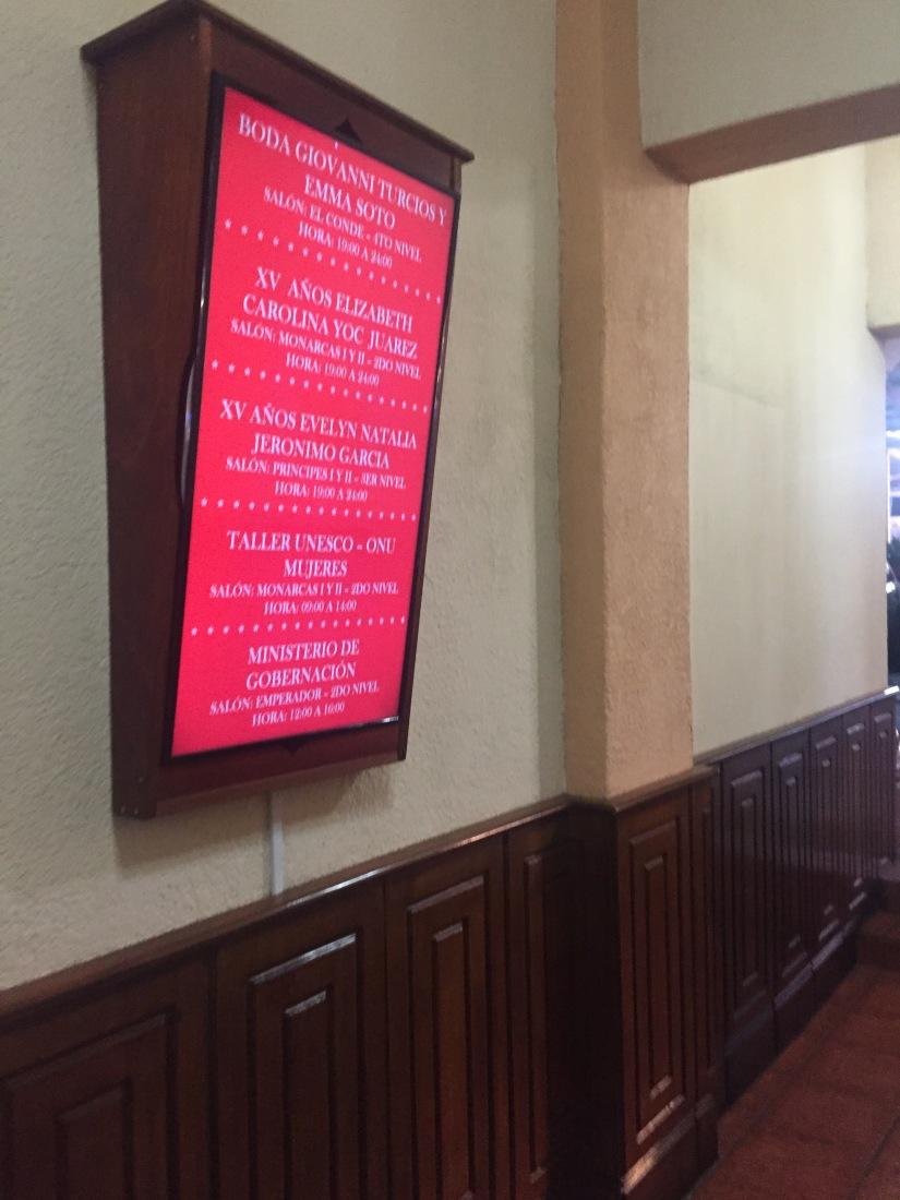 Algunos ejemplos de pantallas en hoteles deGuatemala